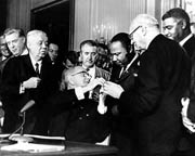 The signing of the Civil Rights Act 1964 (12kb)