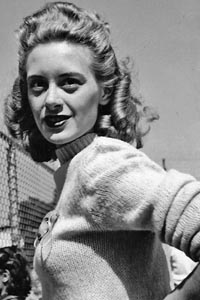 Popular Sweater and hairstyle of the forties