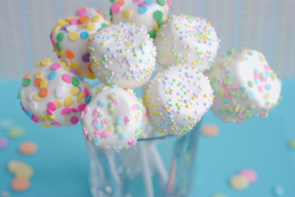 White Chocolate Easter Marshmallow Pops