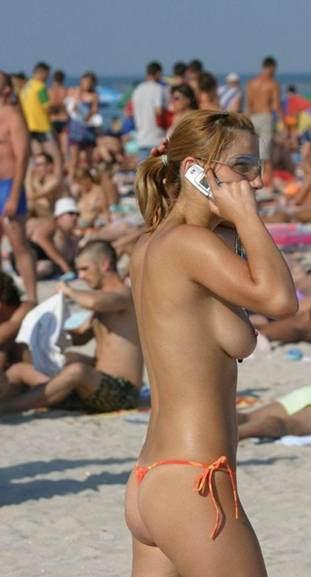 CellPhoneBeachTopless01.jpg