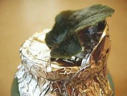 Using foil to support the leaf