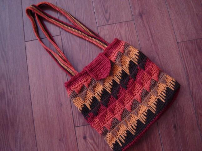 The Spikes Strike Bag 550x413 - Fashion Handbags for Girls