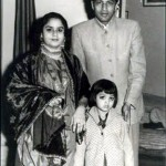 Shahrukh Khan's Parents and her sister's childhood photo