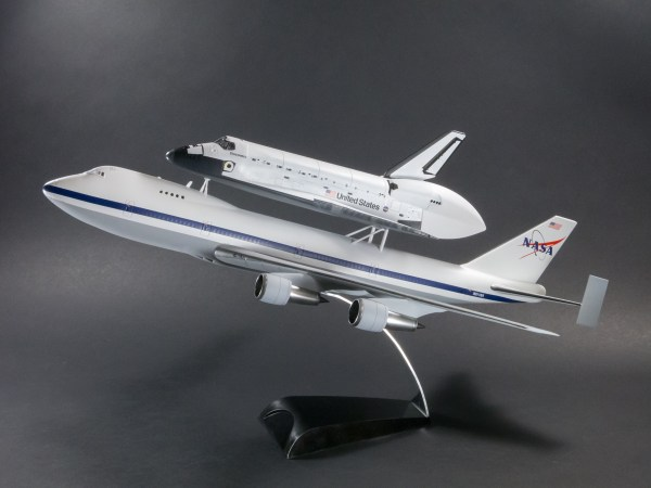 Review NASA Space Shuttle quotDiscoveryquot w747100 SCA