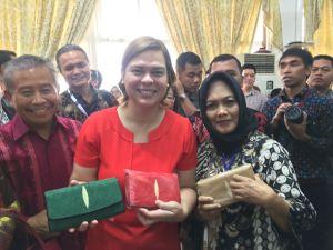 Walikota Davao Mayor Sarah sekaligus putri Presiden Philipina memborong tujuh tas dan dompet produksi Ennys Leather