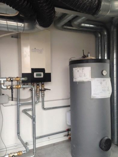 Centrale termica: PdC aria/acqua Tiva M22 e accumulo inerziale sanitario