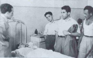Reggio Emilia, luglio 1960 visita ai feriti - (c) Editori Riuniti 1998