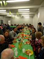 persone cena solidarieta