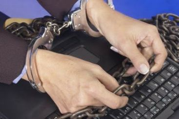 Pirateria online: Ce este legal, ce este ilegal pe DC++ sau torente?