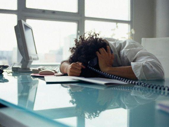 Stresul la locul de munca, boala de care sufera 40% dintre angajati. 12 pasi pentru o viata fericita la birou