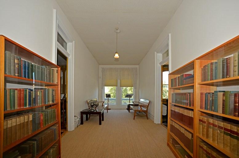 Hallway Upstairs _DSC7915