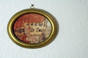 Wall of Fame im Flur - Erinnerungen an staubige Renovierungsmonate. Foto: Julia Marre
