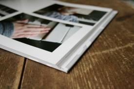 Schatzi, schenk mir ein Fotobuch! Kind am Klavier. Foto: Julia Marre