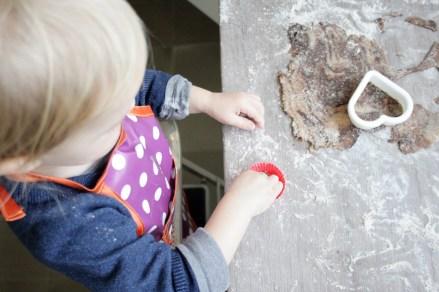 Schwofen vorm Ofen: Ohne Schürze geht gar nichts! Foto: Julia Marre