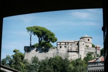 Hoch über Portofino thront das Castello Brown auf dem Berg. Auch hier war Hauptmann einst zu Gast. Foto: Julia Marre