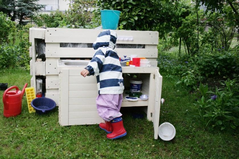 Unsere Kinderküche im Garten