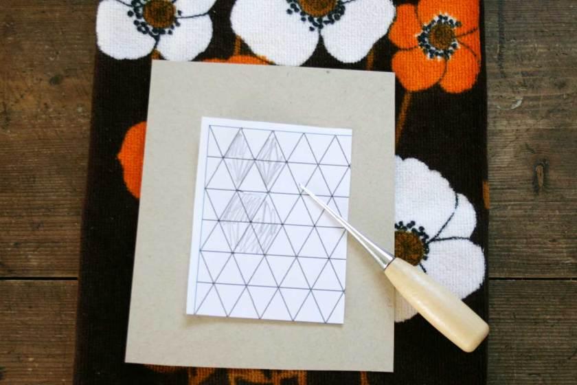 Es grüßt der Osterhase: Geometrische Karten aus Kupfergarn basteln