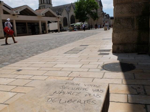Rassemblement à Poitiers contre les violences policières et la loi «sécurité globale»