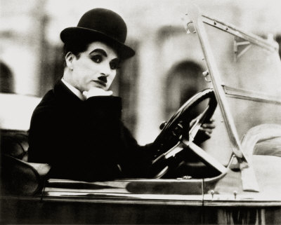 Google homenajea a Charles Chaplin con un Doodle en Video - charlie-chaplin-posters1