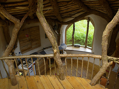 Simon Dale construye su propia casa al estilo Hobbit - kitchen-hobbit-house