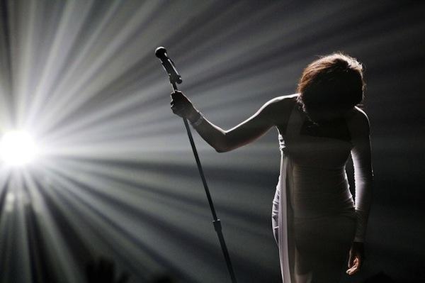 Muere Whitney Houston, la diva del pop de los 80's y 90's - 17409-muere-cantante-whitney-houston-a-los-48-a-os