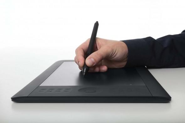 Intuos Uso 590x393 Wacom anuncia la tableta Intuos5 en México