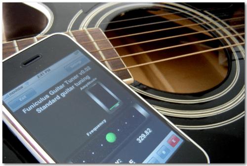 3 Aplicaciones para afinar tu guitarra en tu iPhone/ iPod - 2188354080_827df93d48_o