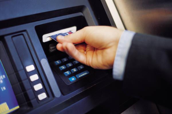 No conservar el comprobante de una transacción en cajero automático podría ser peligroso - ATM-comprobante