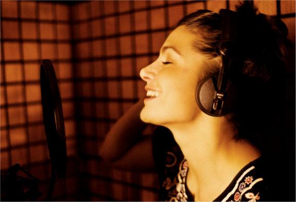 Conoce a la chica de la voz del antivirus Avast - joanna-rubio1