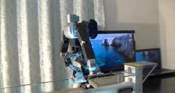 Construyen robot capaz de caminar sobre un cable sin caerse - robot-camina-en-cable