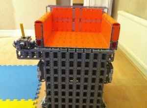 Contruyen silla de ruedas con LEGO capaz de soportar hasta 90 kilos