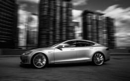 El vehículo eléctrico Tesla S gana el premio Auto del Año que otorga la revista Automobile Mag - Tesla-Model-S-left-side-view