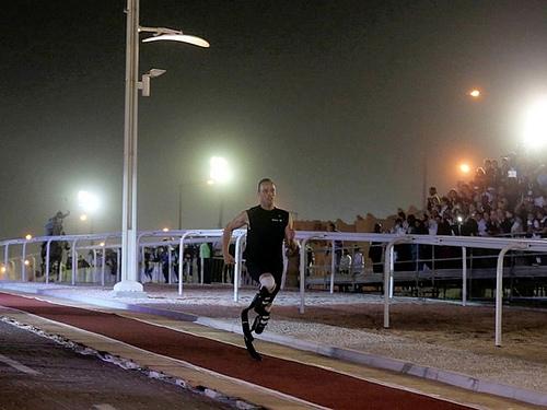Oscar Pistorius, conocido como Blade Runner, compite contra un caballo y le gana [Video] - oscar-pistorius-carrera-caballo
