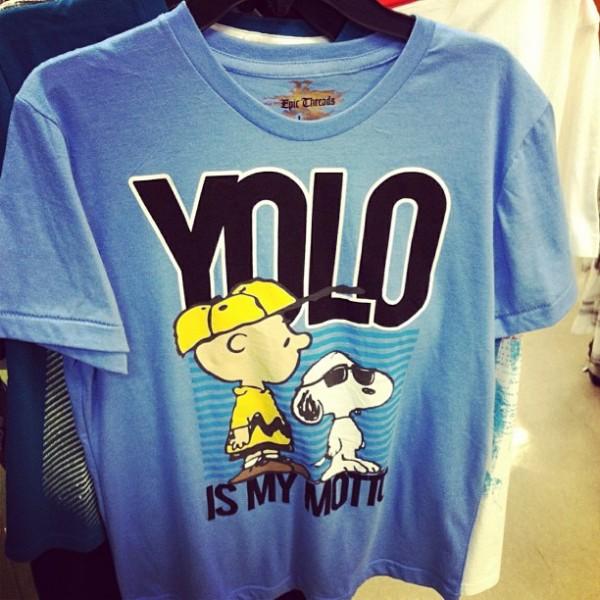 El rapero Drake quiere dinero por crear YOLO, el famoso lema en internet - yolo-macys-600x600