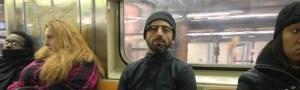 Sorprenden a fundador de Google usando los Google Glass en el metro de Nueva York