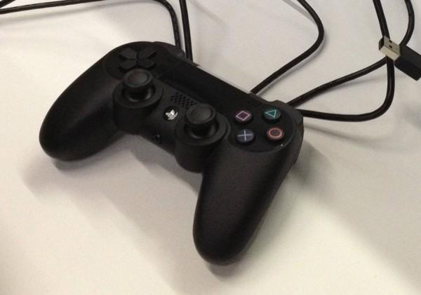 Aparecen nuevas imágenes del prototipo del nuevo control del PS4 - control-ps4-600x421