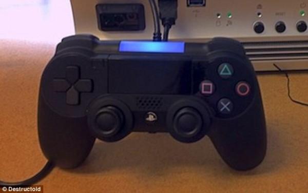 ps4 controller 600x376 Aparecen nuevas imágenes del prototipo del nuevo control del PS4
