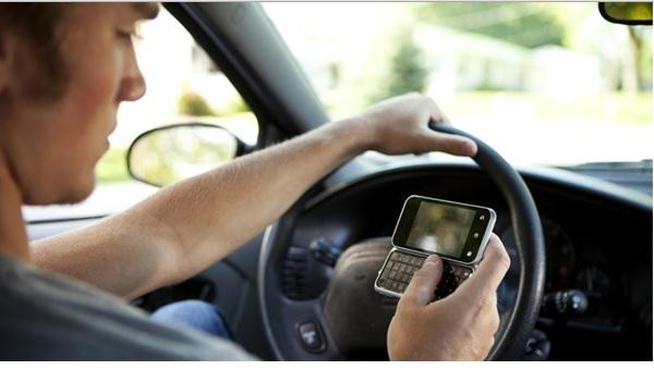 El celular mata más jóvenes en Estados Unidos que conducir alcoholizado, según estudio - conducir-con-el-celular