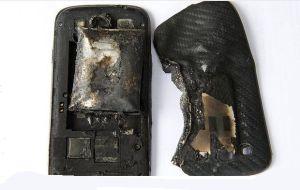 Le explota el celular en la pierna a una joven suiza