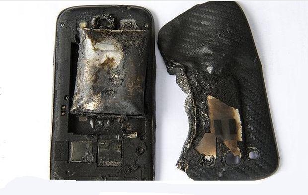 Le explota el celular en la pierna a una joven suiza - le-explota-telefono-en-la-pierna
