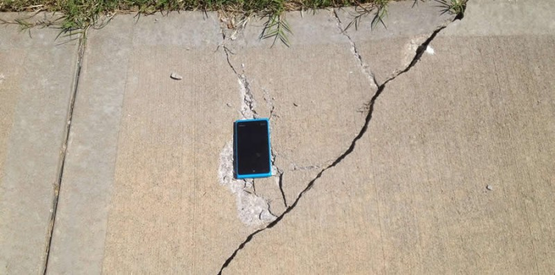 Pruebas de resistencia a celulares Nokia [Video] - pruebas-resistencia-nokia-800x396