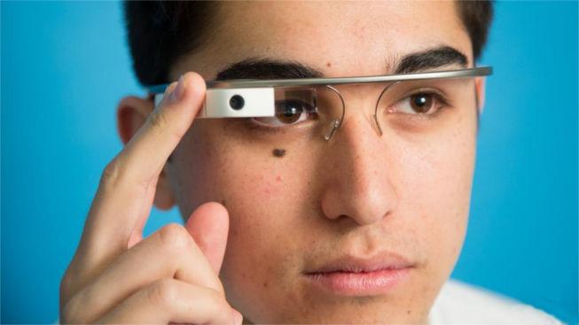 Sancionarán a los que usen las Google Glass mientras conducen en Reino Unido - multa-por-conducir-con-google-glass