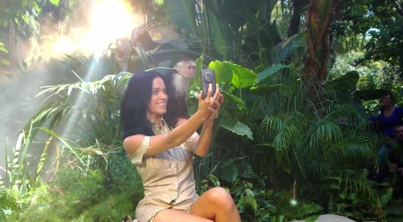 Katy Perry usa un Nokia Lumia 1020 y sobrevive a un accidente aéreo en su nuevo video - Katy-Parry-Roar-800x441
