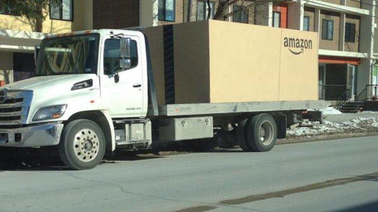 Nissan vende un auto en Amazon y lo entrega en una caja gigante de cartón - amazon-nissan