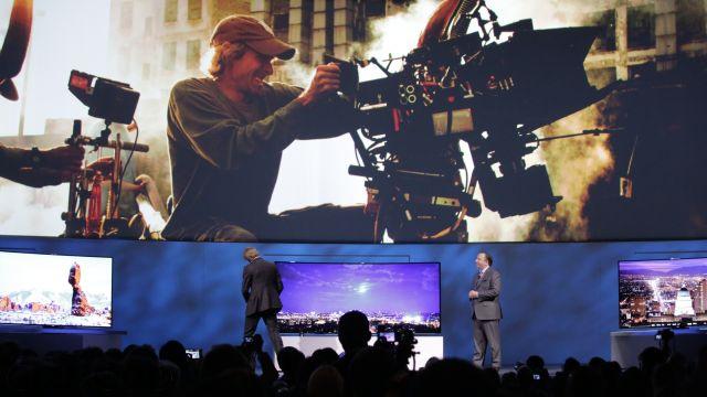 Michael Bay se queda sin teleprompter y huye a media presentación en el CES 2014 - michael-bay-ces-2014
