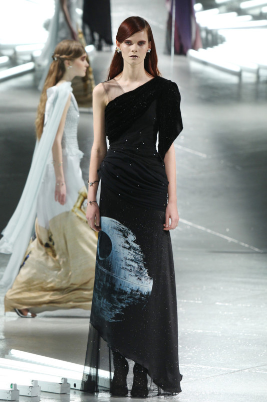 Vestidos de Star Wars hacen presencia en el New York Fashion Week - star-wars-fashion-week-1-533x800