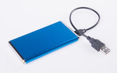 ¡Alto! Antes de comprar una batería externa para cargar tus gadgets, esto tienes que tener en cuenta - bateria-externa-celular