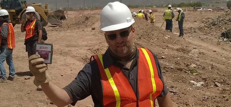 Son encontrados en el desierto los cartuchos enterrados de ATARI - Atari-Dig_Zak