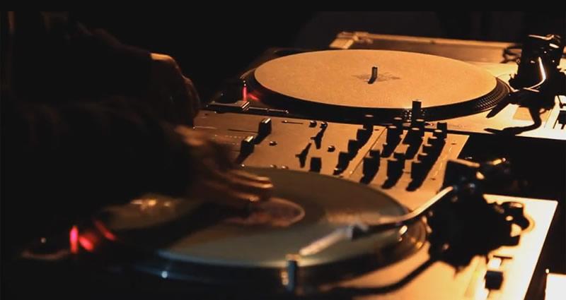 Nuevos audífonos para DJs HD8 DJ y HD7 DJ de Sennheiser - audifonos-para-dj