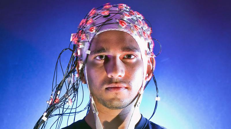 Diseña Cinvestav prótesis de brazo controlada con mensajes cerebrales - brazo-robotico-cerebro